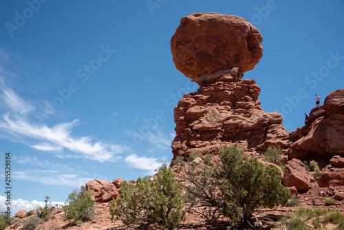 Fotobehang Bruin Balanced Rock, Arches National Park, Utah