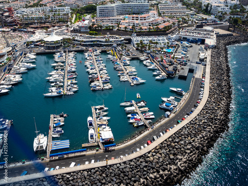 Foto Spatwand Donkergrijs Aerial view of the south side of the Tenerife Island, including playa de las americas
