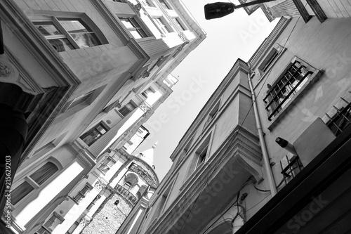 Aluminium Smalle straatjes Old street in Istanbul