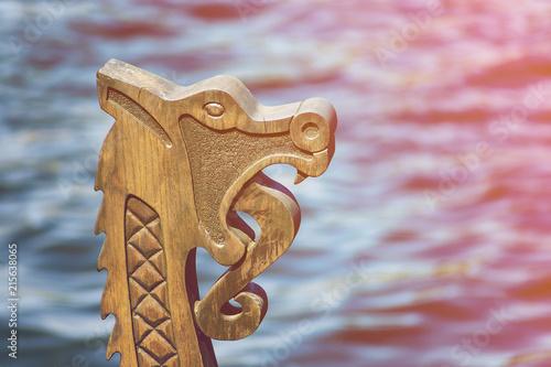 In de dag Schip Wood dragon head