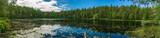 Panorama einer wunderschönen Seenlandschaft im schwedischen Smaland