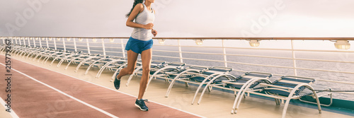 Leinwanddruck Bild Cruise exercise fitness - people staying fit during Caribbean vacation holiday banner panorama of running shoes and healthy fit body.