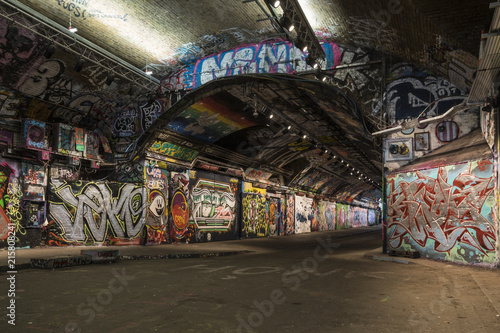 Banksky Tunnel in London - 215808241
