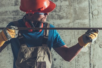 Reinforcement Steel in Hands © Tomasz Zajda