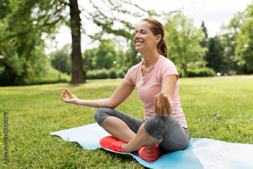 Canvas School de yoga fitness, yoga and healthy lifestyle concept - happy woman meditating in summer park