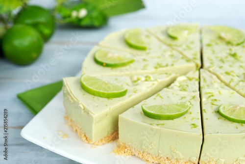 Foto Murales homemade no-bake avocado lime cheesecake