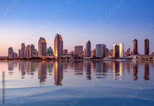 Leinwanddruck Bild San Diego Skyline at sunset from Coronado
