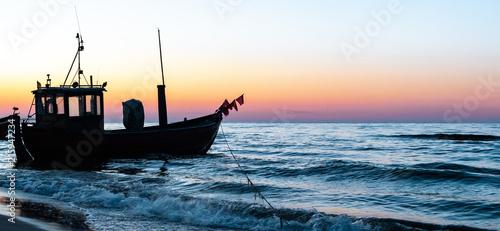 Aluminium Noordzee Fischerboot in der Abenddämmerung