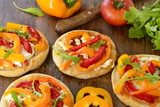 Mini pizza with bell pepper, cottage cheese and herbs