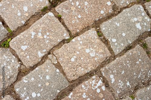Aluminium Stenen Plot of paving stone with white spots in biege tones