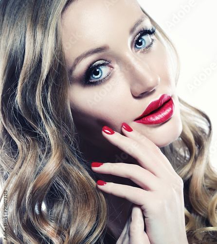 Foto Murales Beautiful woman face closeup with long blond hair and vivid red lipstick