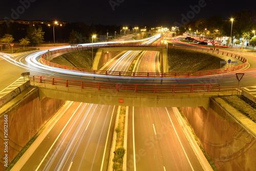 In de dag Nacht snelweg Autopista con Luces
