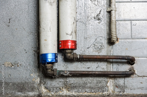 Foto Murales onduct hot and cold water communication pipes in thermal insulation