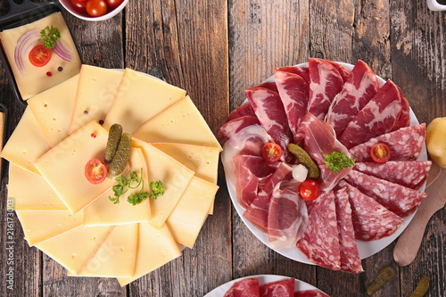 raclette cheese and salami - 216173003