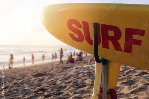 Fototapeta Surf board and Silhouette Of surfer people on sandy Kuta beach, Indonesia