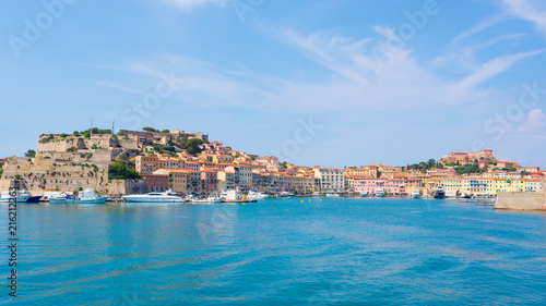 Canvas Toscane Portoferraio medieval town and harbour viewed from the sea, Elba island, Tuscany, Italy