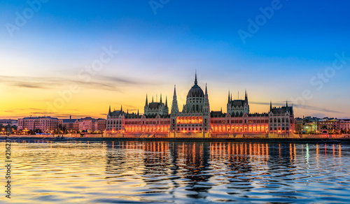 Foto Spatwand Boedapest Hungarian Parliament Building by Morning Light