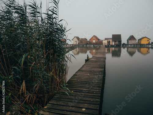 Foto Murales Wooden houses on the lake