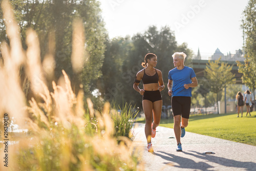 Foto Spatwand Hardlopen Multiracial couple exercising in park