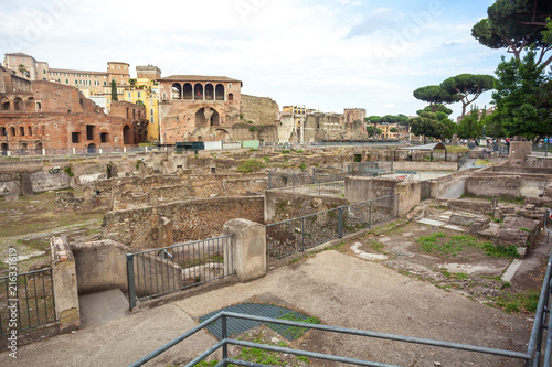 Foto Murales ruins of ancient Rome, remains of ancient architecture, Rome, Italy