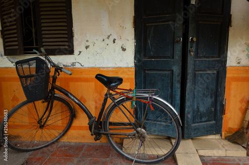 In de dag Fiets old bicycle in Hanoi, Vietnam.