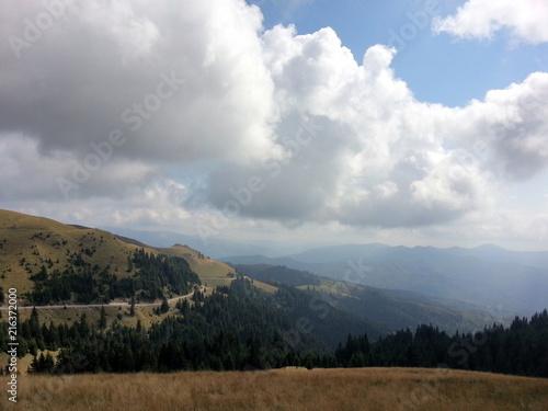 Foto Spatwand Blauwe hemel Beautiful mountain landscape