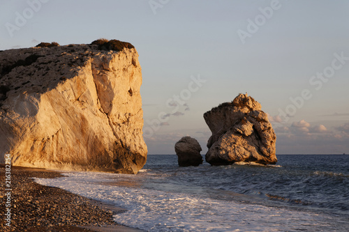 Leinwanddruck Bild Felsen der Aphrodite im Abendlicht, Zypern