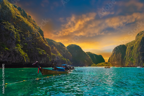 Foto Spatwand Thailand Maya bay, tropical tourist attraction in Thailand