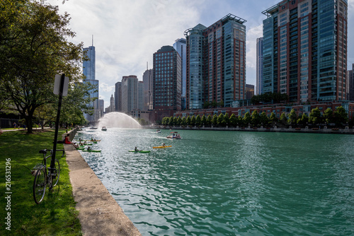 In de dag Chicago Chicago, IL United States - Augustl 09, 2017: Summer kayakers