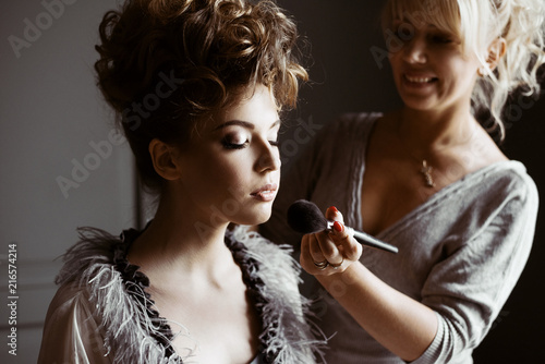 Leinwanddruck Bild Wedding makeup artist making a make up for bride
