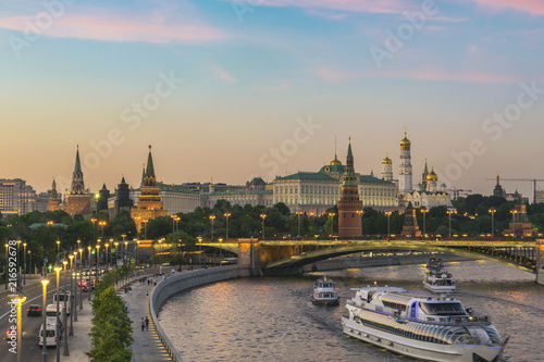 Canvas Moskou Moscow sunset city skyline at Kremlin Palace Red Square and Moscow River, Moscow, Russia