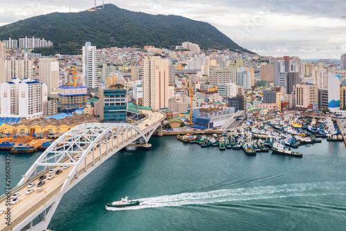 Foto Murales Busandaegyo Bridge and the Port of Busan in South Korea