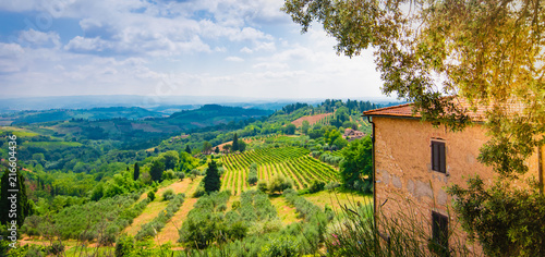 Fotobehang Toscane Tuscan valley landscape with house on the hill. San Gimignano, Tuscany, Italy.