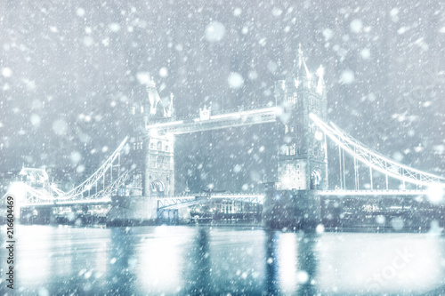 Foto Murales View of Tower Bridge in London with snow