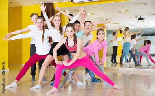 Leinwanddruck Bild Children having fun in choreography class, posing with trainer
