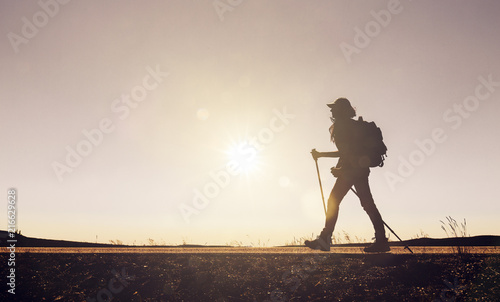 Foto Murales Frau beim Wandern