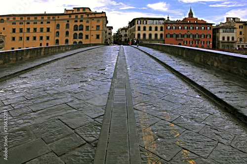 Foto Murales The most elegant bridge in Florence after the rain