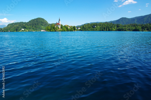 Foto Spatwand Blauw Lake Bled and mountains.