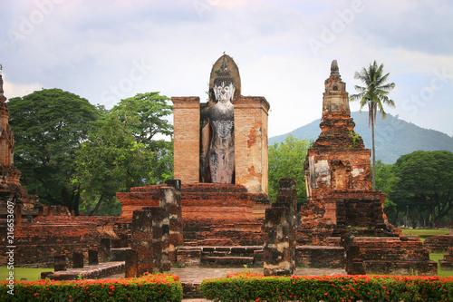 Fotobehang Boeddha Standing Buddha in Sukhothai Historical Park Thailand.