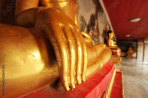 Fotobehang Boeddha closeup hand of gold Buddha statue