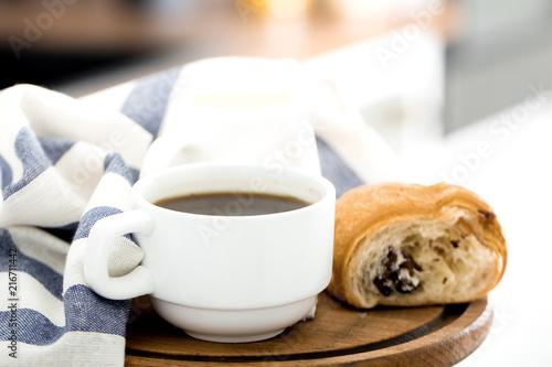 Foto Spatwand Koffiebonen Morning coffee on the kitchen background