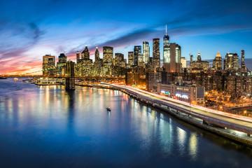 Manhattan skyline bei Nacht, New York City, USA