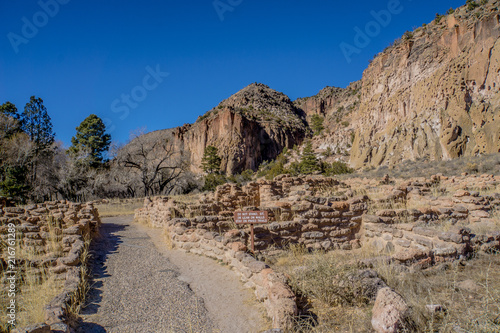 Foto Spatwand Donkergrijs Historic Bandelier National Monument in New Mexico