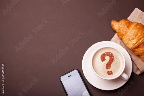 Foto Spatwand Koffiebonen Cup of coffee with question mark on foam. coffee break. FAQ