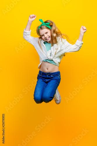 Foto Murales girl jumping at studio