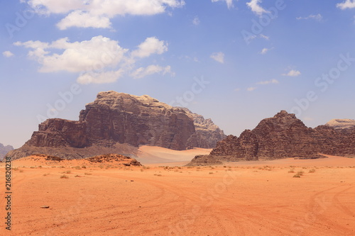 Canvas Oranje eclat Red dunes in the Wadi Rum desert, Jordan
