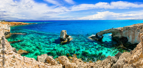 Fotobehang Freesurf Beautiful nature and cystal clear waters of Cyprus. arch bridge near Agia Napa