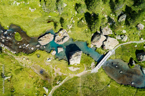 Obraz na płótnie Valmalenco (IT) - Ponticello sul torrente Torreggio al Rifugio Bosio - vista aerea