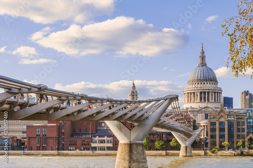 Foto Spatwand London The millennium bridge with the St Paul Chatedral on the background
