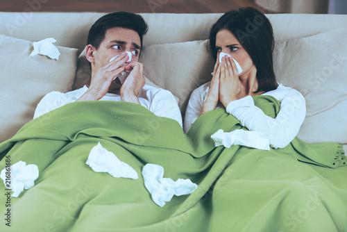 Leinwanddruck Bild Sick Couple Blowing Noses.